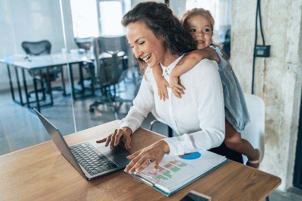 Hogyan éljük túl a nyári szünetet dolgozó szülőkként?