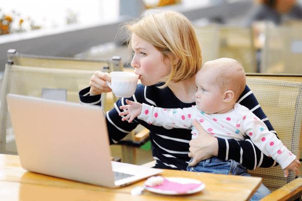 anyai bűntudat, kávézás közben
