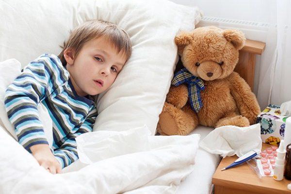 Megfázás elleni gyógyszerek: 6 éves kor alatt feleslegesek!