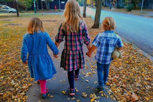 Háború vagy játék az élet? Milyen útravalót pakoljunk gyerekeink puttonyába?