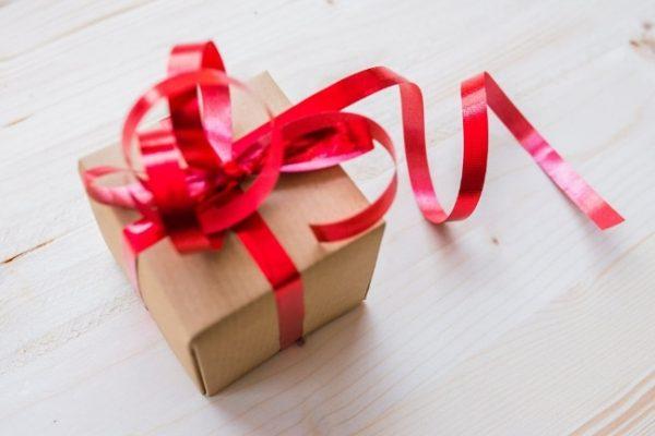 Mit adjunk ajándékba: élményt vagy tárgyat?