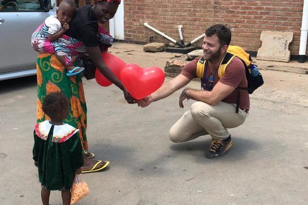 Egy magyar orvoscsoport gyerekeket operál a világ második legszegényebb országában – Malawi napló