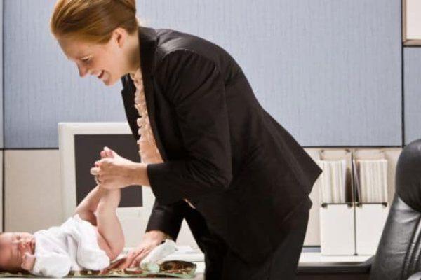 Meddig maradjak a gyerekem mellett? – kismamák nagy dilemmája a munkába állásról