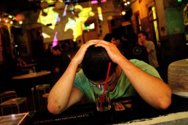 Alkoholba fojtják a szorongást a magyar kamaszok