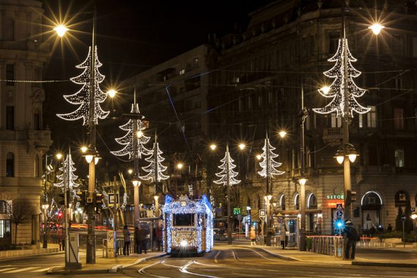 Idén itt ülhettek fel a fényvillamosra Budapesten!