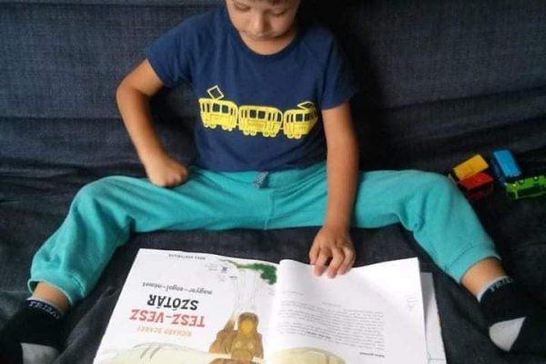 Másfél évesen olvasott