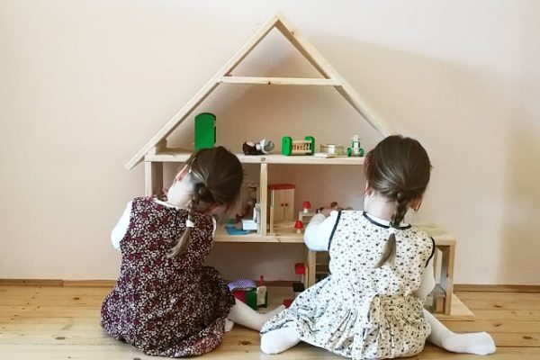 Babaház a fa alá! / Így készült Sára és Dorka DIY ajándéka /