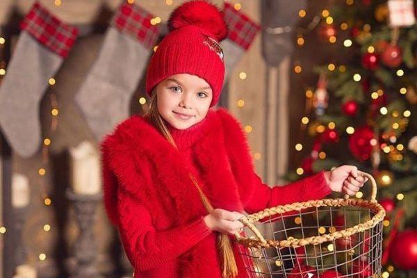 A világ legszebb kislánya karácsonykor is gyönyörű