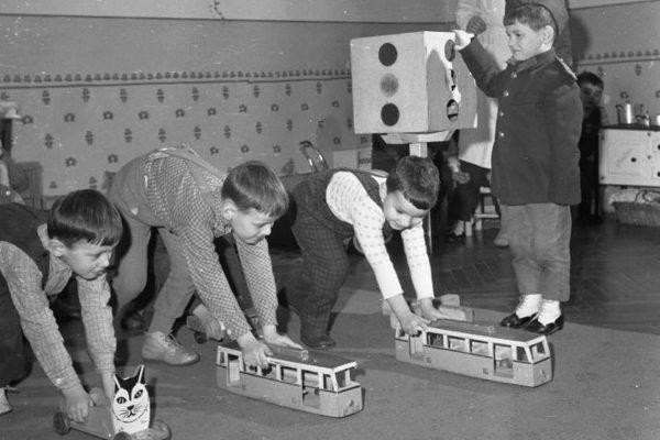 Valóban a gyerekistenek korát élnénk?
