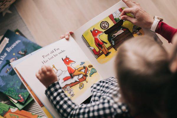 Miért jó mesét olvasni a gyerekkel?