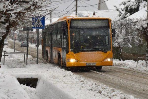 Segítettek a veresegyháziak a buszmegállóban fagyoskodó óvodásnak