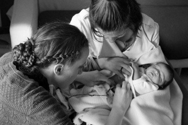 Nem vágják el a köldökzsinórt szülés után – Ilyen a Lotus-szülés