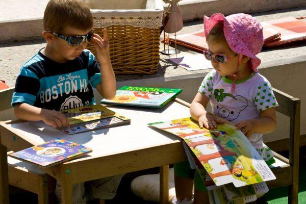 (Van!) Élet Bogyón és Babócán túl Képeskönyvek 2-3 éves mesehallgatóknak