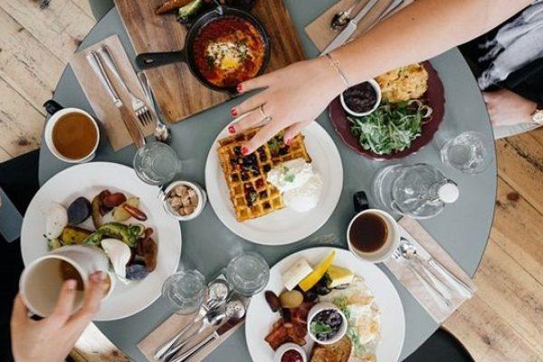 Ha túl finom volt a svédasztal… - természetes megoldások túlevésre