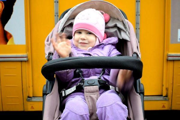 Tömegközlekedés babával