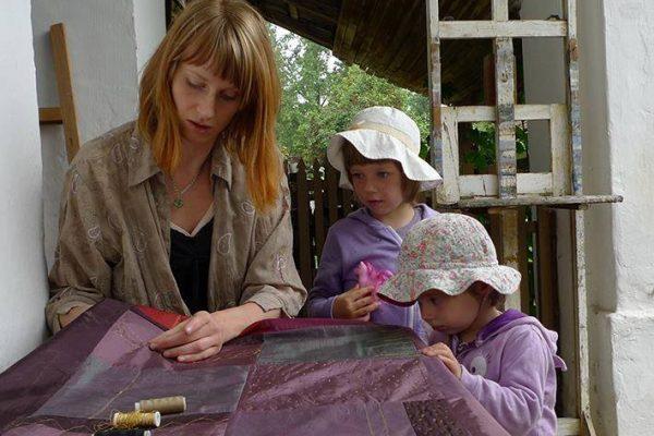 Textilből készülő csodák Nagypapája szabóműhelyében szívta magába e munka szeretetét