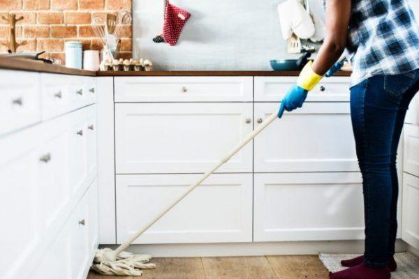 Fizetést kérne a férjétől a házimunkáért