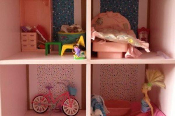 Barbie ház könyvespolcból