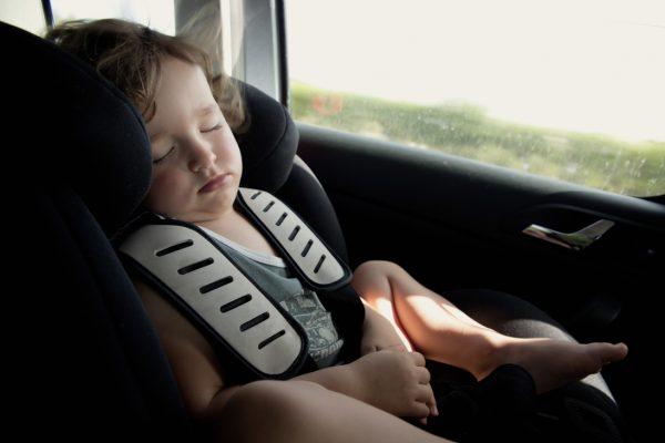 Autóban megfulladt gyerekek – alapszabályok kánikulára felelős felnőtteknek