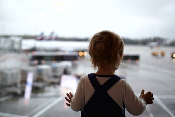 A gyerekkel való utazás legnagyobb kihívása: Baby jetlag és annak kezelése
