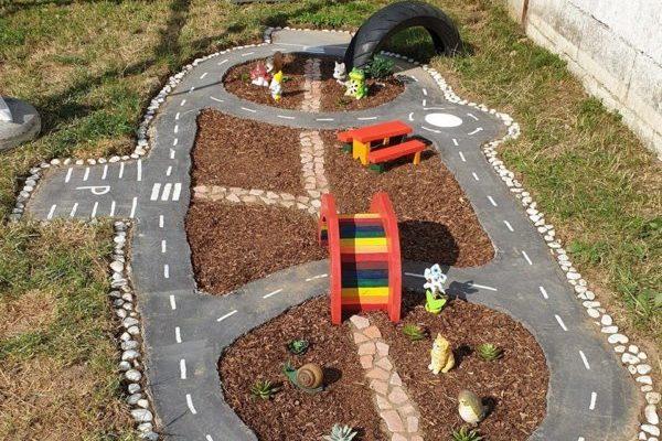 Így készíts kerti autópályát a gyereknek!