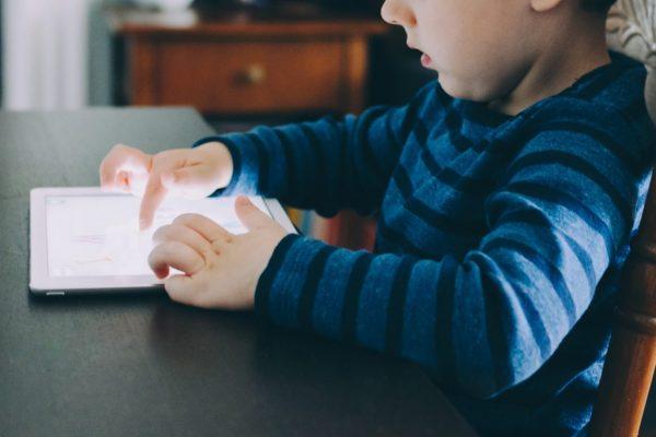 Mivel foglaljam le a gyereket tablet helyett?
