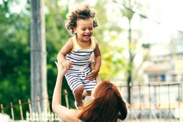 Egyetlen kimerült anya kevés egy gyermek felneveléséhez