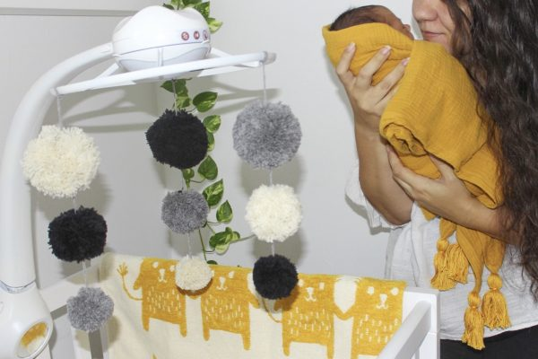 DIY zenélő forgó a babád ágya fölé