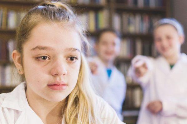 Kevés szeretetet és túl sok negatív ingert kapnak a mai gyerekek