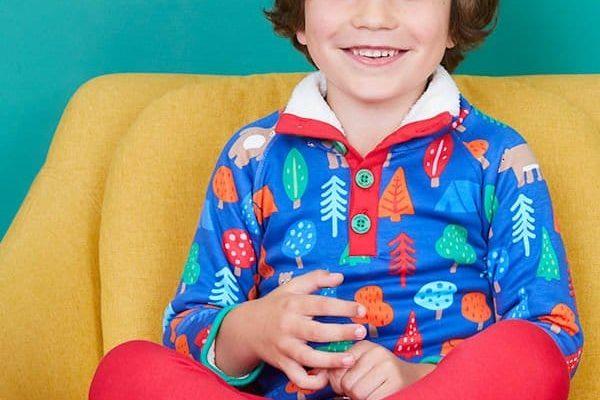 TOBY TIGER Az Egyesült Királyságból érkező márkára a színek kirobbanása jellemző: szórakoztató díszítések, egyedi nyomatok és váratlan kombinációk.