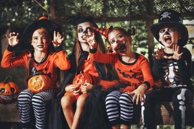halloween jelmezben gyerekek jelmezben