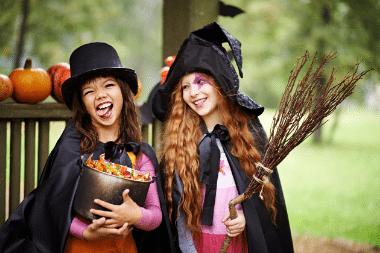 Halloween jelmezes gyerekek