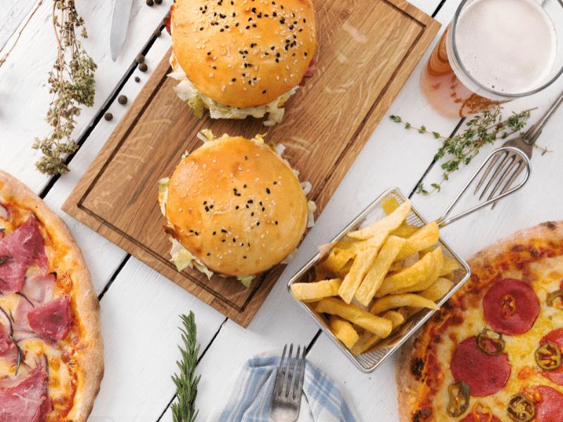 A hamburger és a pizza.