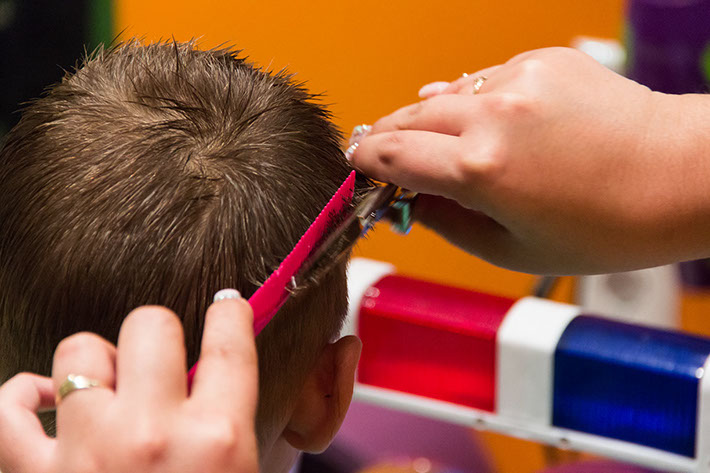 4 nagyszerű frizura kisfiúknak