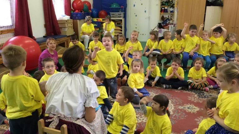 Valóban előnyt szerez a mesét hallgató gyerek? Vagy mindez csak mesebeszéd?