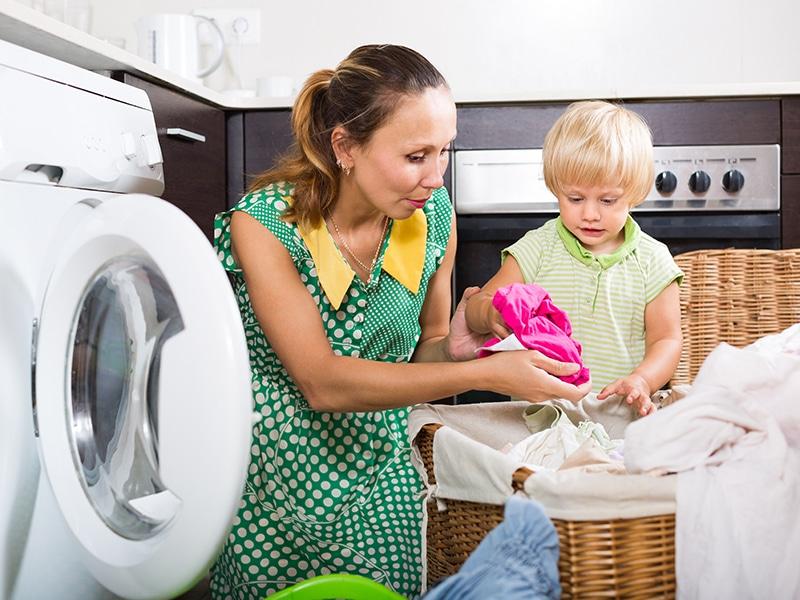 Házimunka gyerekeknek 2-18 éves korig: Mikor mit bízhatsz rá a gyerekre? Konkrét ötletek és hasznos tanácsok minden életkorhoz