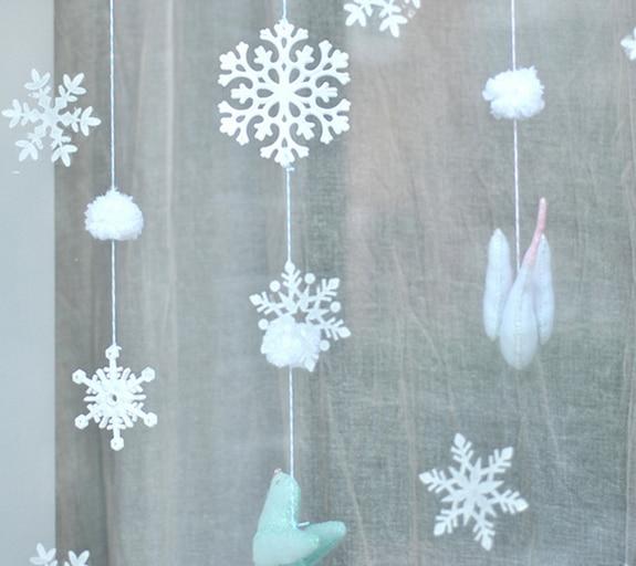 Hópelyhek az ablakban