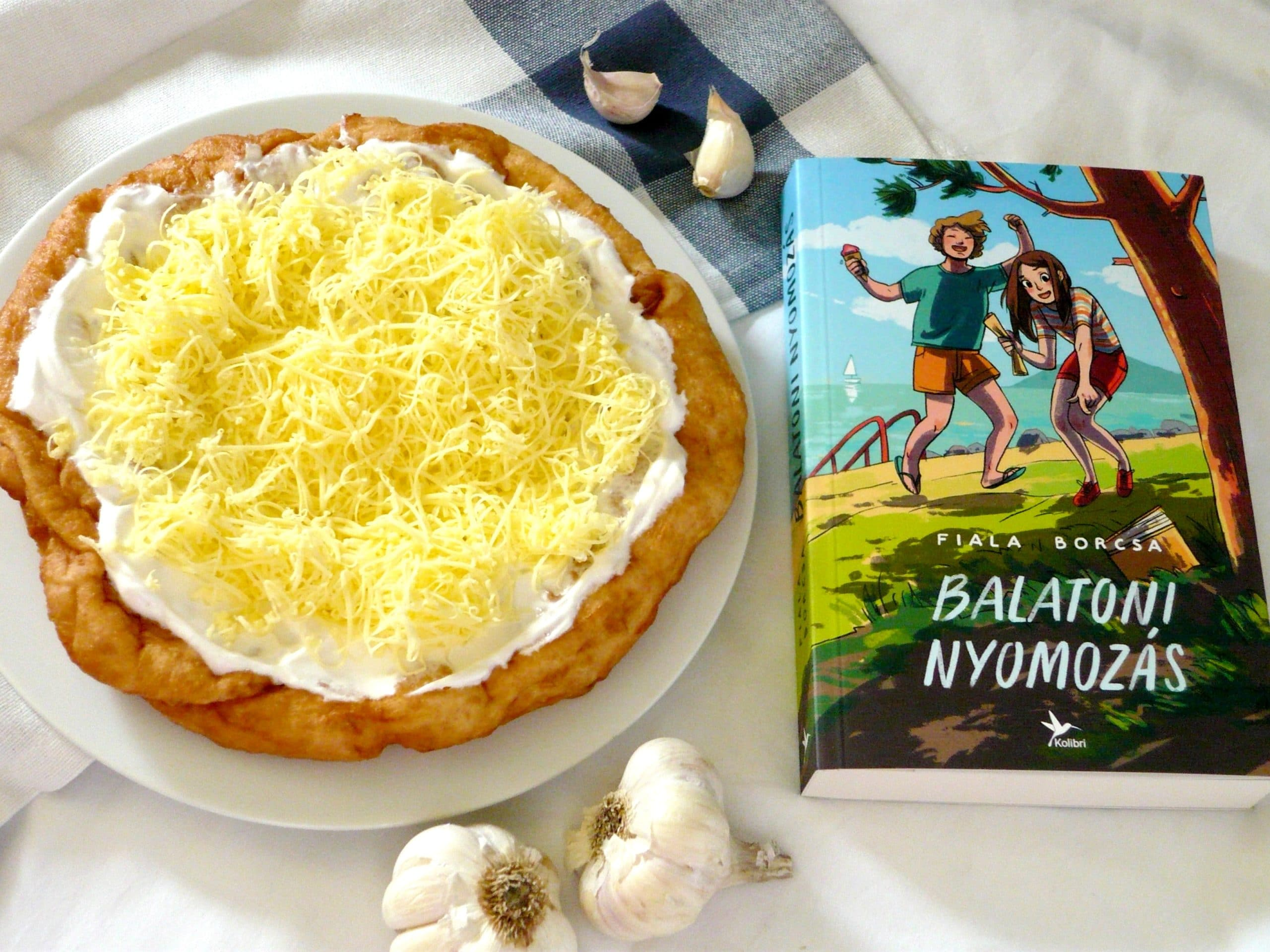 Fiala Borcsa: Balatoni nyomozás - Sajtos-tejfölös lángos (vegán)