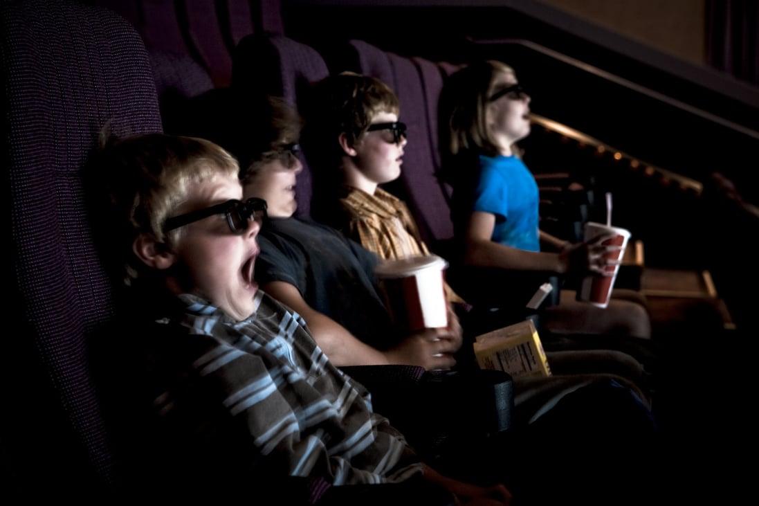Kisiskolások a 16-os karikás filmeken – kinek a felelőssége betartatni korhatáros ajánlást?