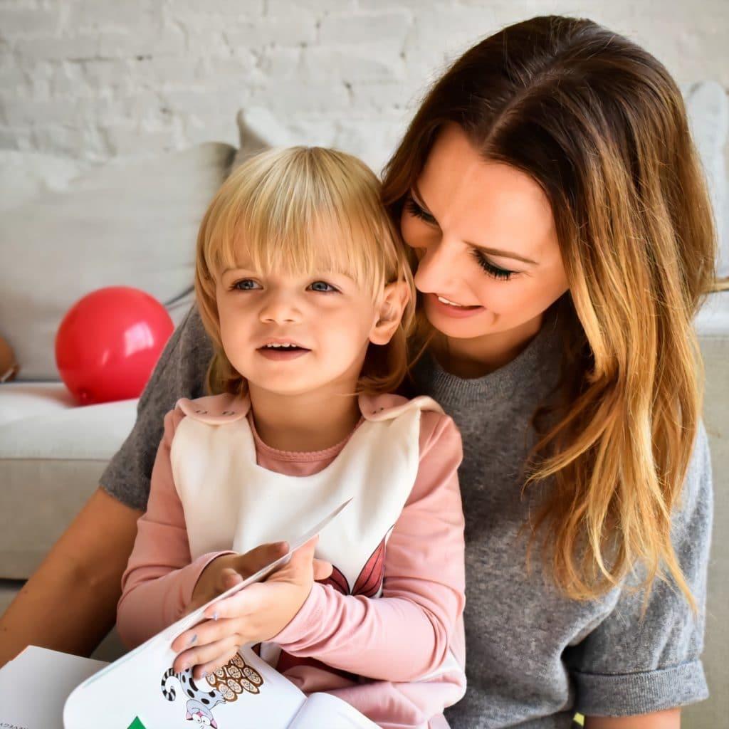 Tomán Szabina kislánya Cseppke hálózsákban a Minimagon